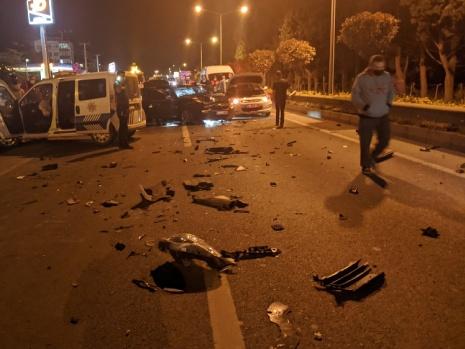 Yalova'da polisten kaçan araç ortalığı birbirine kattı