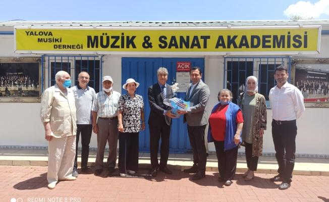 Başkan Demirhan'dan müzisyenlere moral ziyareti