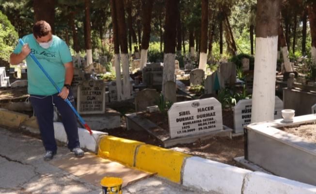 Yalova mezarlığı'nda temizlik çalışması