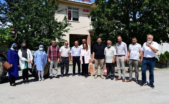 AK Partililer, köylerde vatandaşlarla bayramlaştı