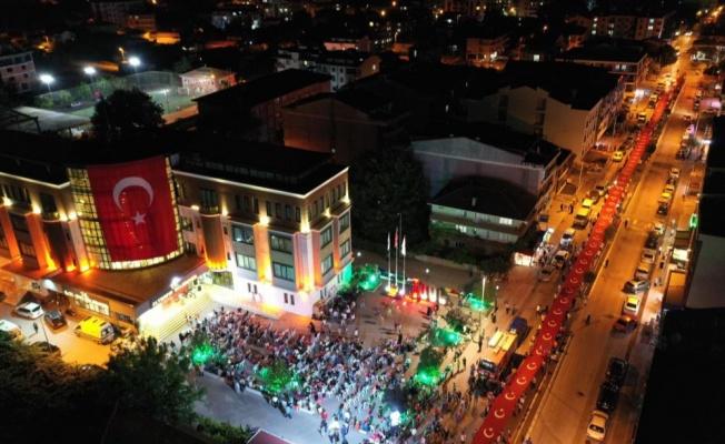 Altınova'da 600 metrelik Türk bayrağı açıldı