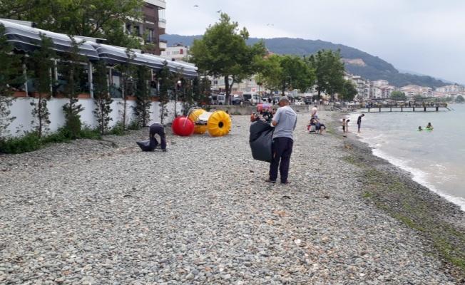 Çınarcık'ta sahil hattı temizlendi