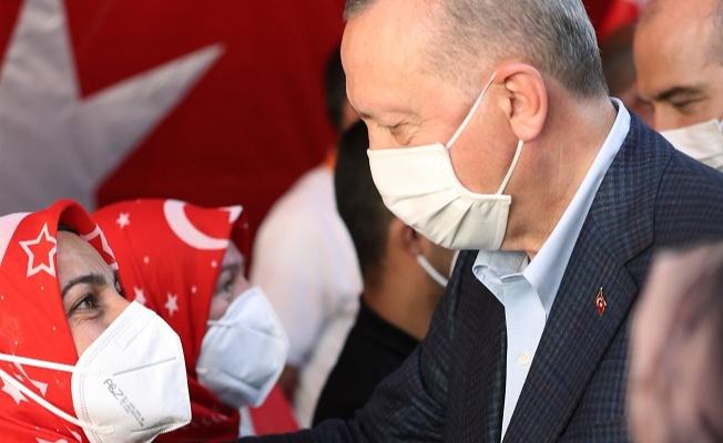 Erdoğan, evlat nöbeti tutan annelerle buluştu