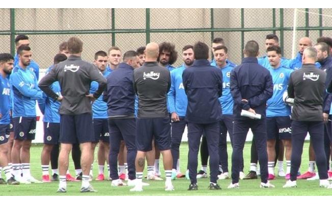 Fenerbahçe'de teknik ekip sahada