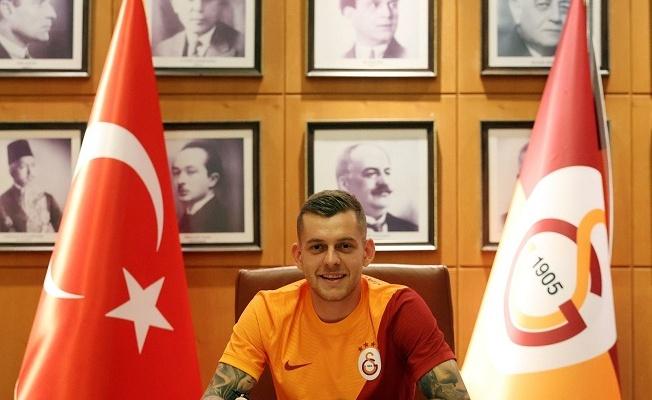 """""""Galatasaray'a imza attığım için çok mutluyum."""""""
