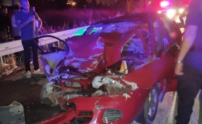 Yalova'da araca sıkışan sürücüyü itfaiye kurtardı