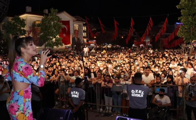 Yalova'da konserler vatandaşı ikiye böldü