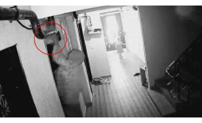 2 aylık bebeği gözlerinin önünde asansöre kapılıp öldü