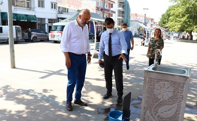 Çiftlikköy Belediyesi'nden sokakta yaşayan canlar için otomatik suluk desteği