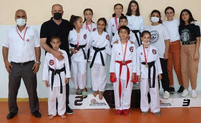 Soyer, karate takımını yalnız bırakmadı