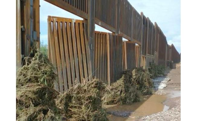 Trump'ın milyarlarca dolar harcadığı Meksika duvarı çöktü