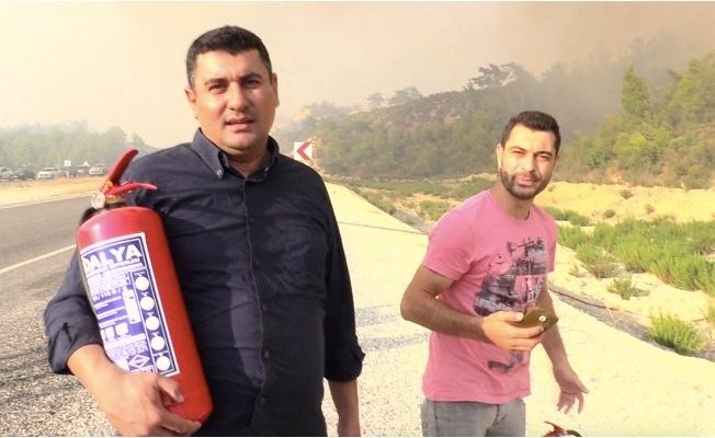 Yangını söndürmeye çalışan vatandaşların müthiş çabası dikkat çekiyor