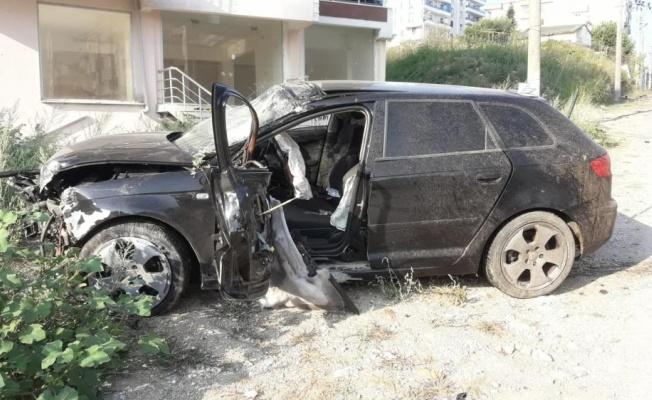 Yalova'da feci kaza: Direğe çarpan otomobilde hayatını kaybetti