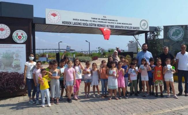 Yalova'da çocuklara bitkiler yerinde gösterildi