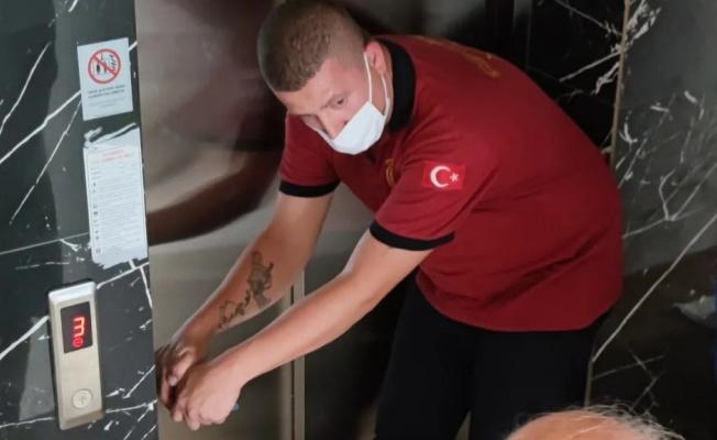 Çiftlikköy'de asansörde kalan bebekler kurtarıldı