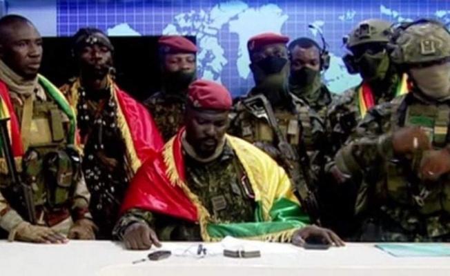 Gine'deki darbe sonrası Cumhurbaşkanı gözaltında