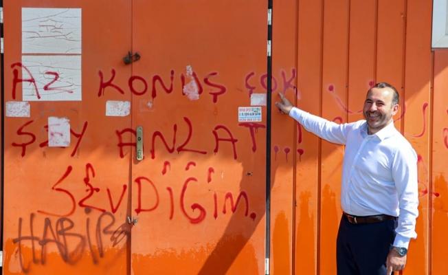 Tutuk hizmetlerini duvar yazısıyla anlattı