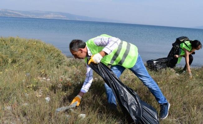 Yalova sahilinden 193 kilo çöp topladılar