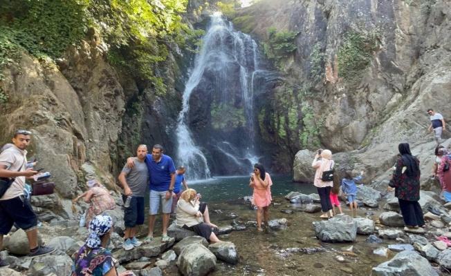 Arap turistlerin gözdesi Sudüşen Şelalesi