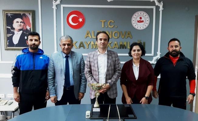 Ayak tenisinde şampiyon Altınova