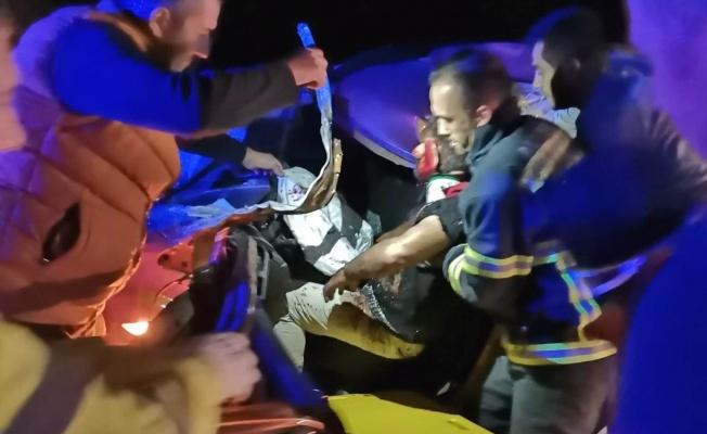 Yalova'da otomobil ile tır çarpıştı: 3 yaralı