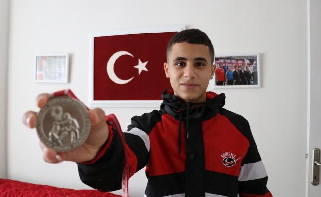 Yalova'da yaşayan Suriyeli Ali'nin hedefi milli takım