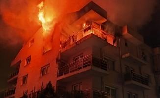 Öfkeli koca binayı yaktı, mahalle ayağa kalktı
