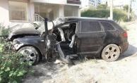 Yalova#039;da feci kaza: Direğe çarpan otomobilde hayatını kaybetti